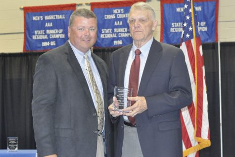 Former basketball coach Larry Lindsey inducted into Hall of Fame