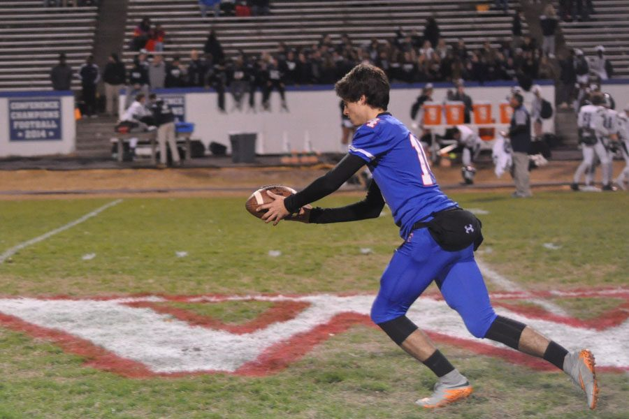 Senior+Chris+Vidal+prepares+for+the+playoff+game+against+the+Huskies.+Vidal+made+a+44+yard+field+goal+earlier+in+the+season.