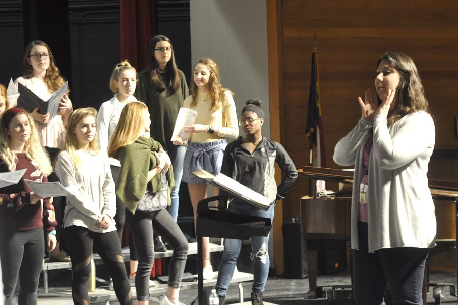 Chorus instructor Julie Dale leads her second period choral students through a practice of