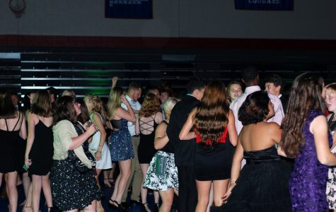 Students embrace first fall dance