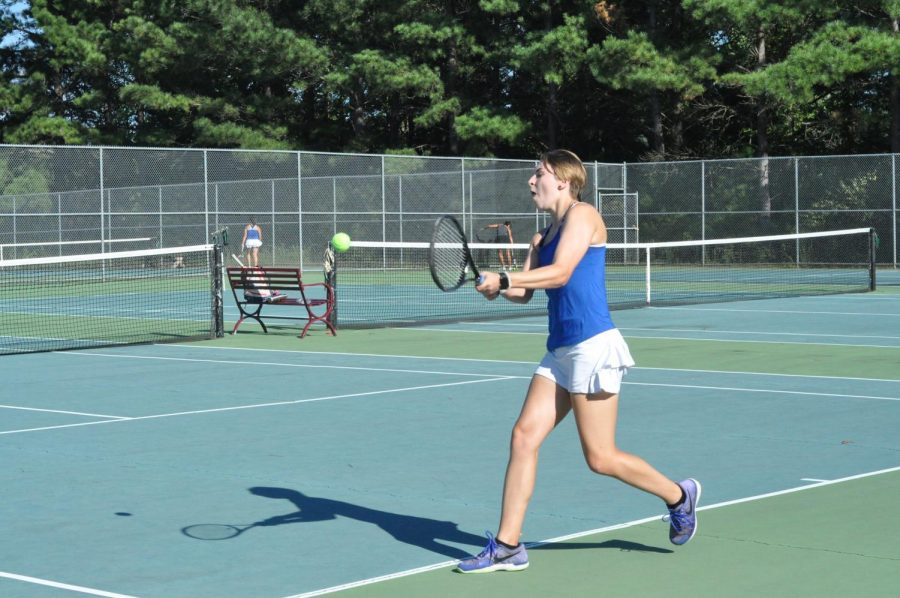 Davis+completes+four-year+tennis+career