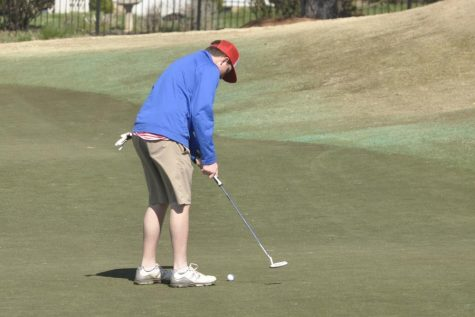 Golf team vies for NAC-VI title