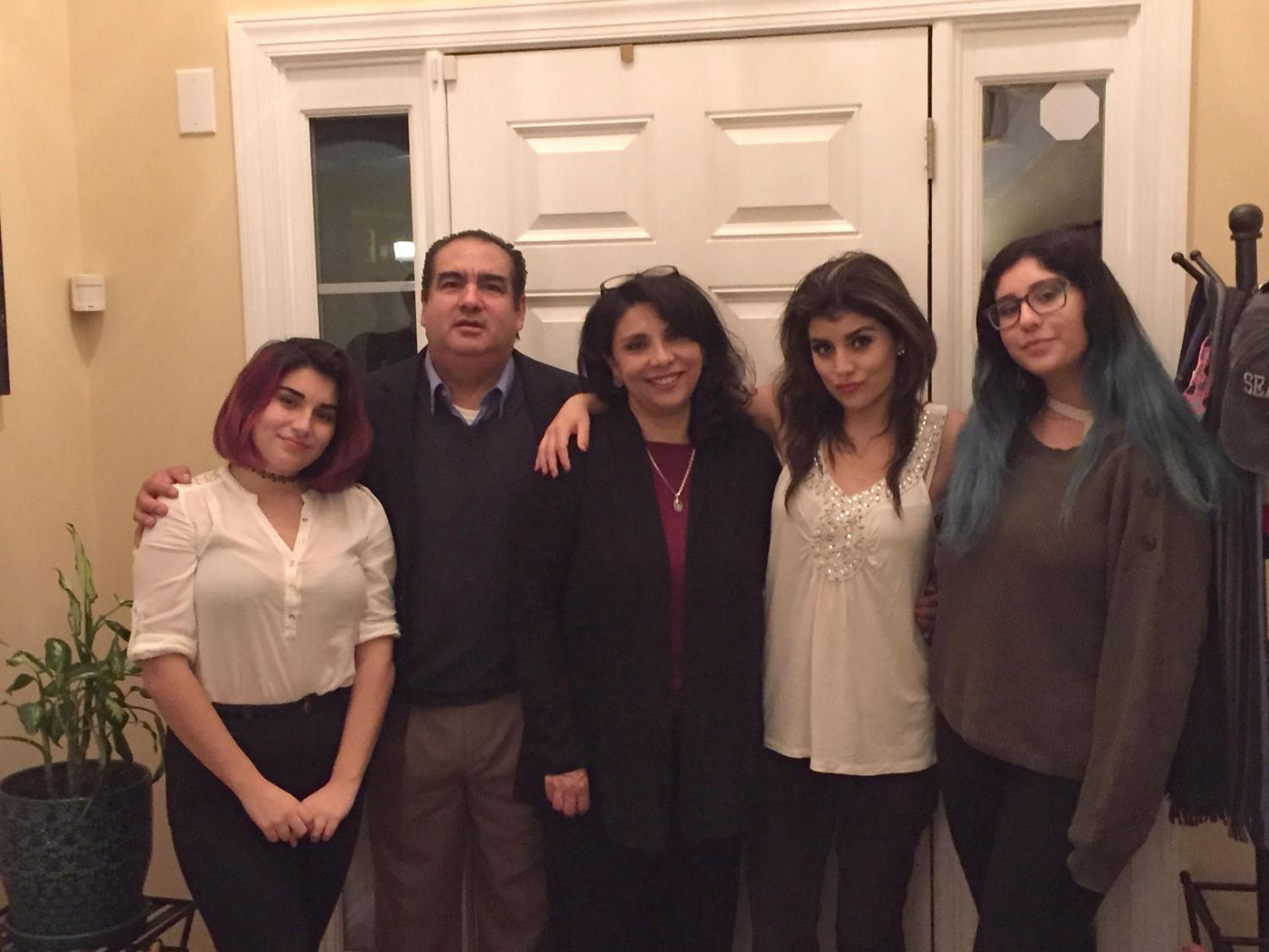 From left to right: Miranda, Adrian (father), Claudia (mother), Melissa and Mariana (sisters)